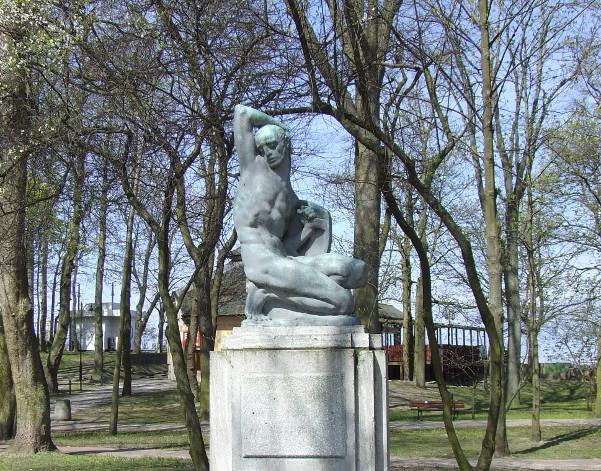 Umierający wojownik – rzeźba Josefa Thoraka
